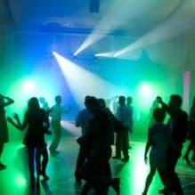 Czas pogania i studniówka coraz bliżej, a Wy szukacie odpowiedniej osoby, która zajmie się oprawą muzyczną Waszej imprezy?