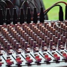 Wieloletnie doświadczenie i możliwość użytkowania różnego rodzaju nagłośnienia, oświetlenia oraz efektów specjalnych w bardzo różnych warunkach sprawiło, że sprzęt, który […]