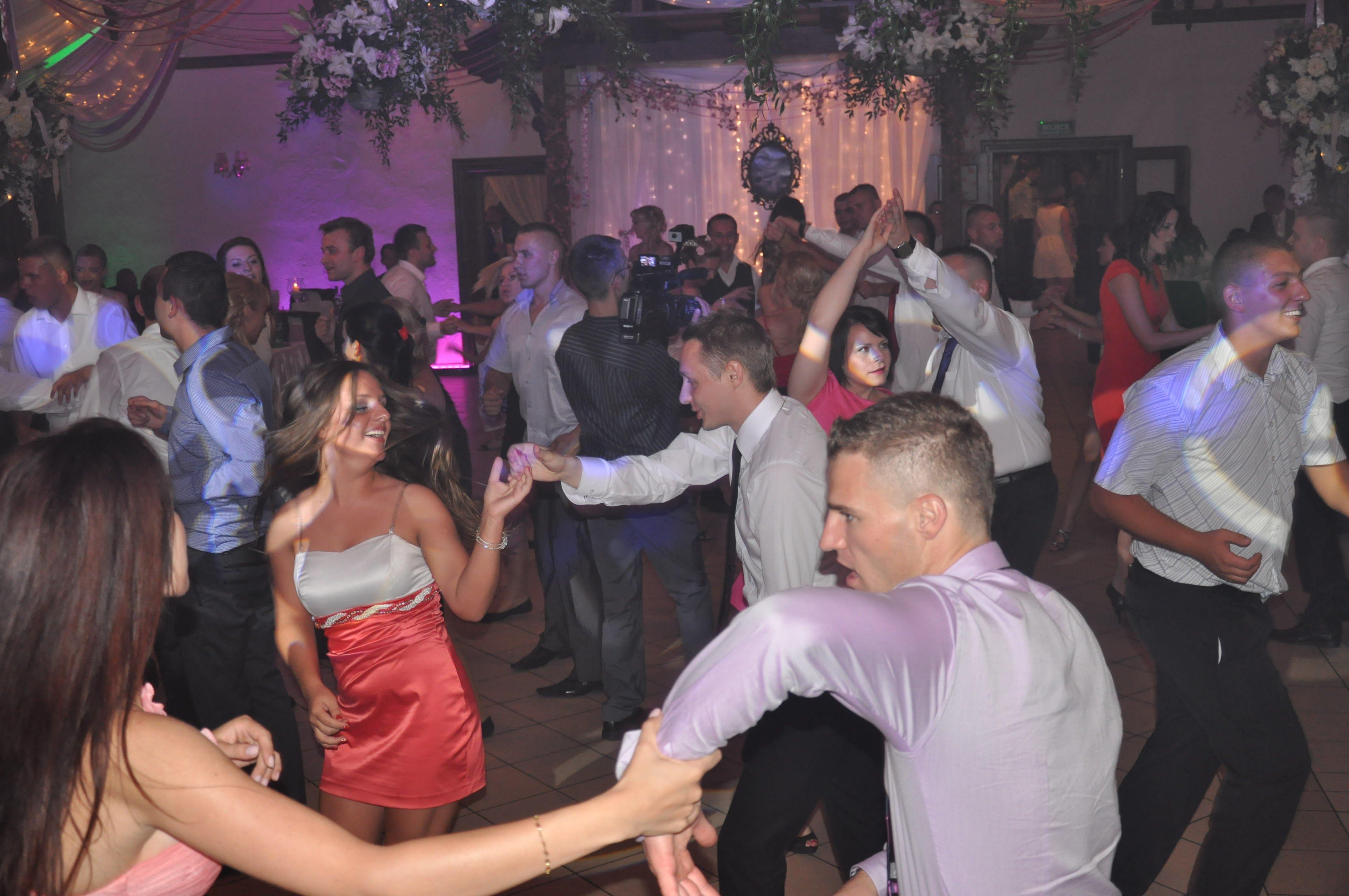 zabawa tanczena na weselu w plocku