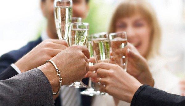 Trudno sobie wyobrazić wesele, podczas którego nie wznoszono, by toastów. Z własnego doświadczenia wiem, że wiele młodych par oraz gości […]